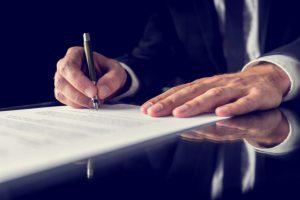 מה שחשוב לדעת לפני שחותמים על חוזה עבודה