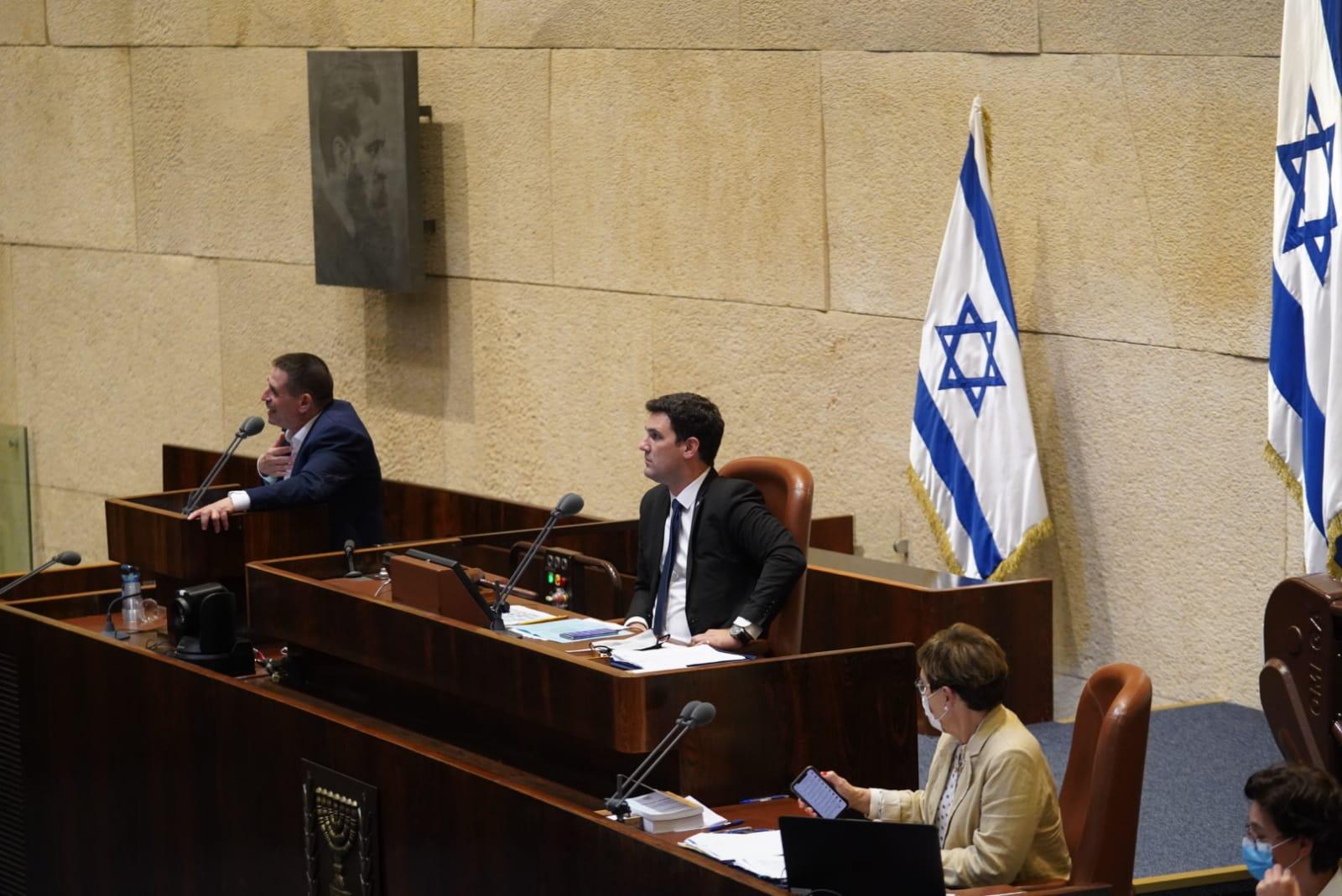 מליאת הכנסת בהצעת חוק: הסמכת פקחים עירוניים והקמת מערך שיטור עירוני